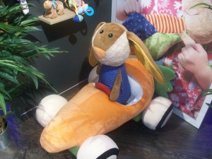 Nachziehtier Karottenmobil mit Hase Ausstellungsstück
